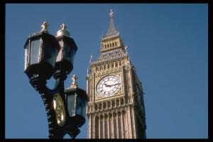 London's Big Ben aspires to keep time.